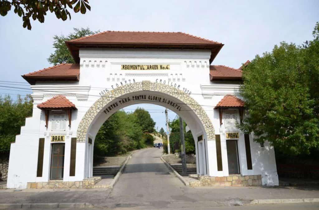 Poarta Eroilor din Pitești